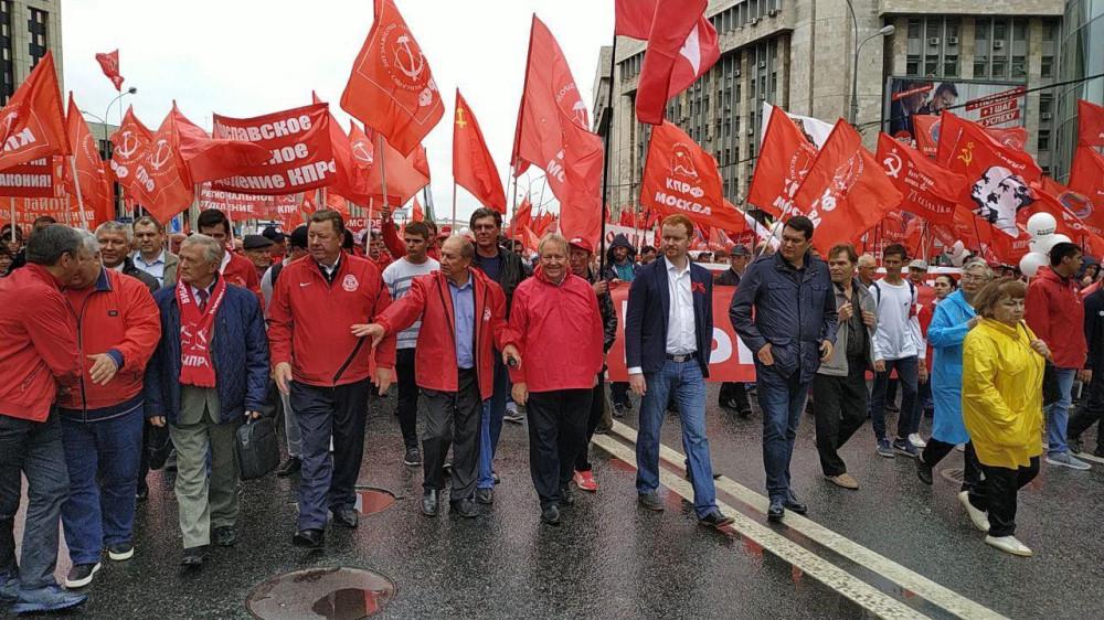 3 миллиона коммунистов вышло на улицы Москвы