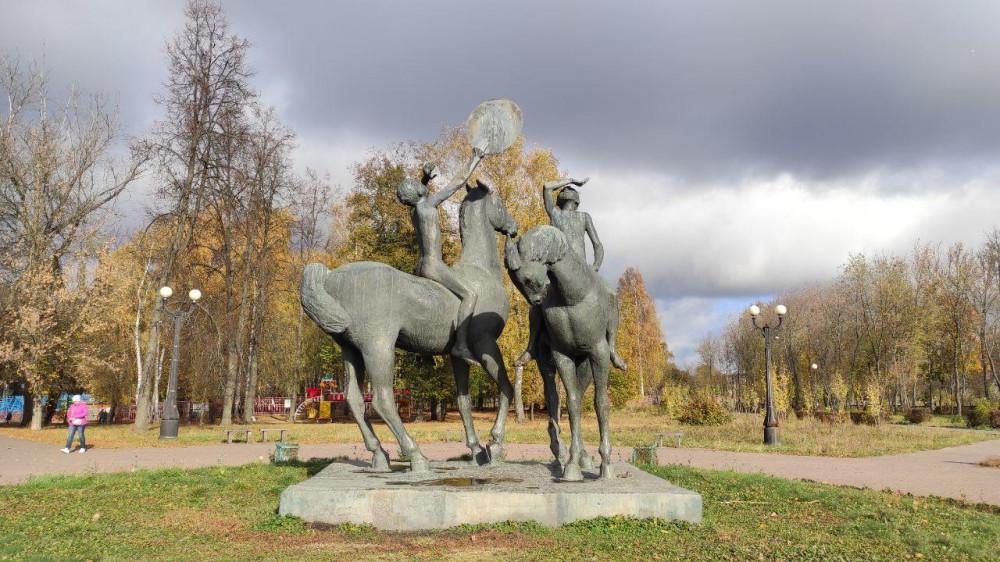 Скульптура «Шат и Дон» у истока Дона