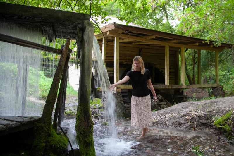 Родник и водяная мельница в Колодежном