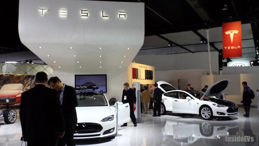 Стенд Tesla Motors