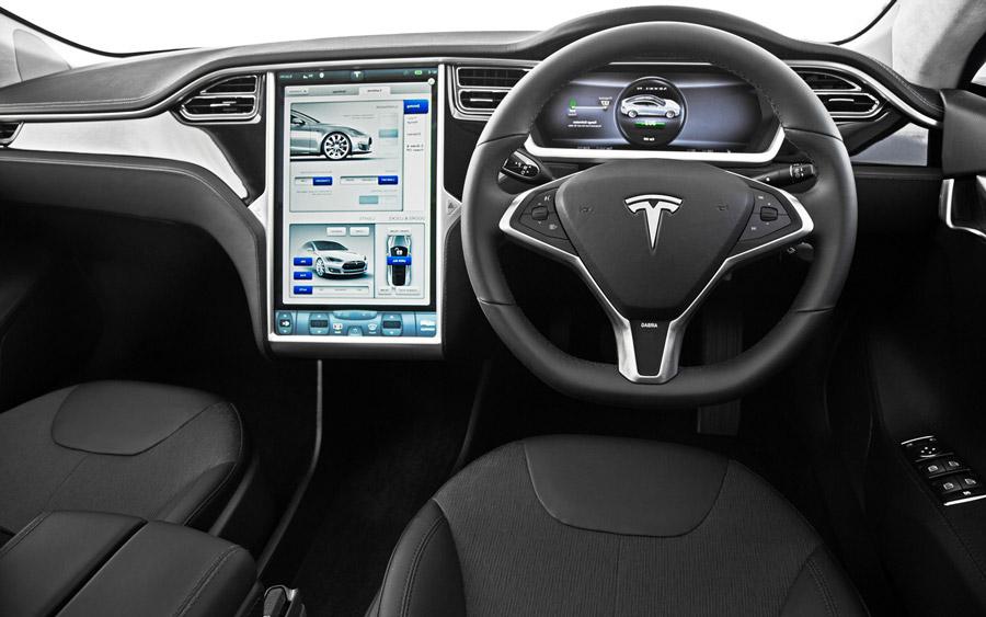 Интерьер Tesla Motors с правым рулём
