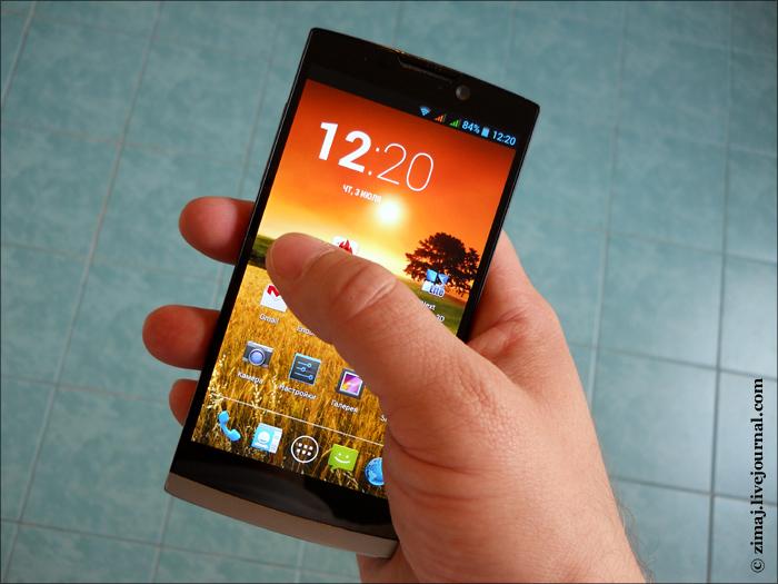 Highscreen Boost 2 SE лежит в руке (фото zimaj)