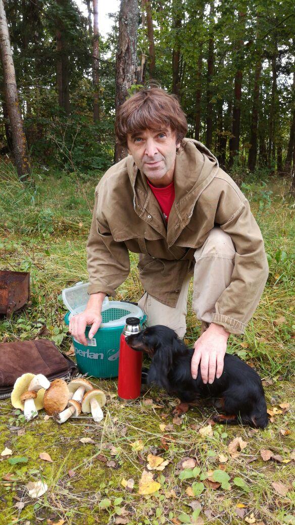 А кто на жизнь смотрит смело, тот идет за грибами и находит их..jpg