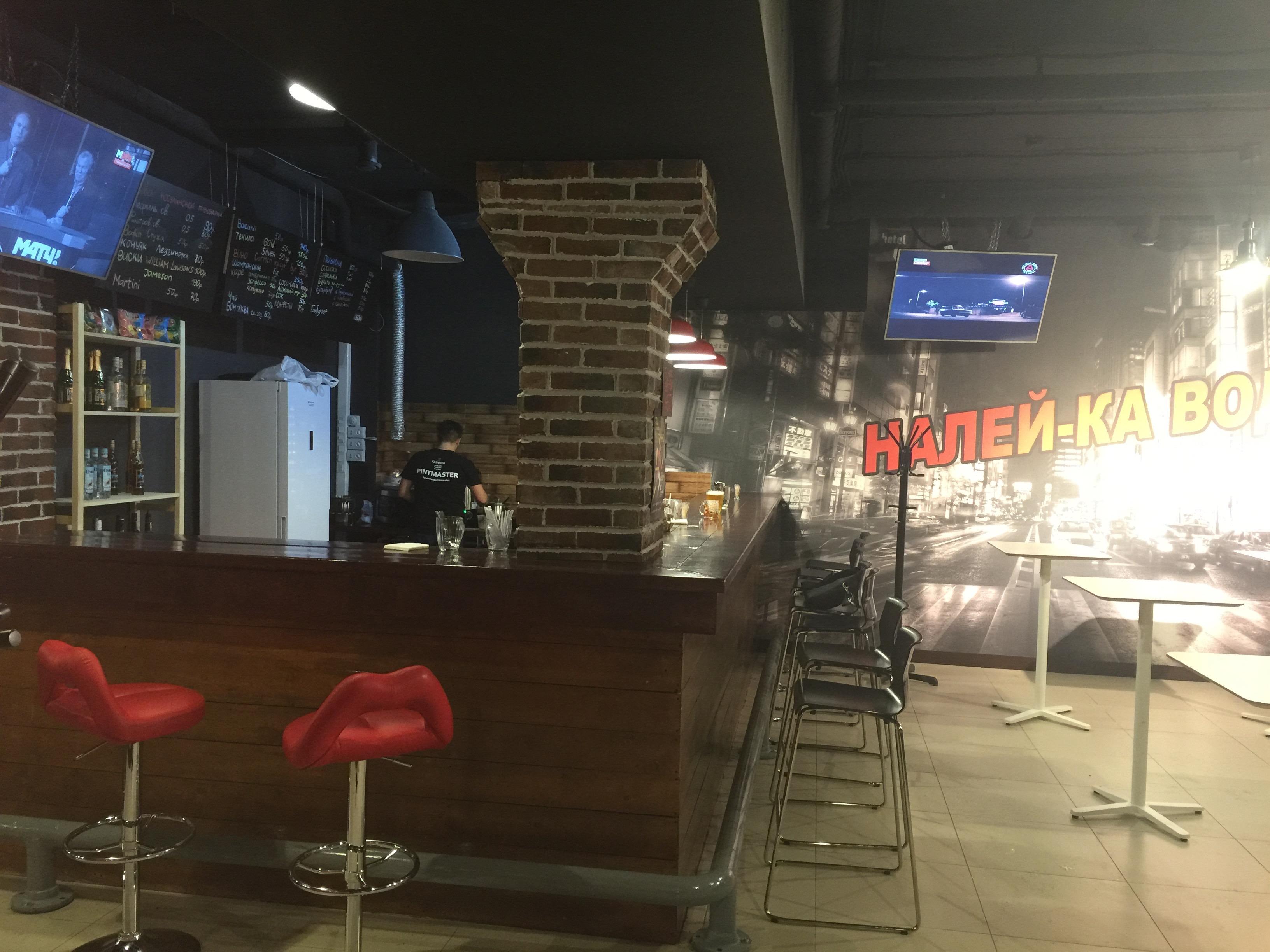 Секс за столиком в баре фото 3 фотография
