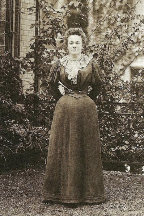 Клара Цеткин в корсете.