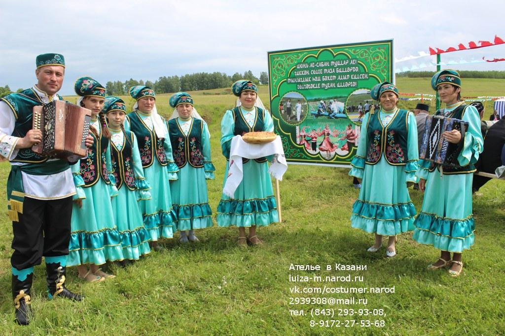 На Сабантуе сшитые нами татарские костюмы