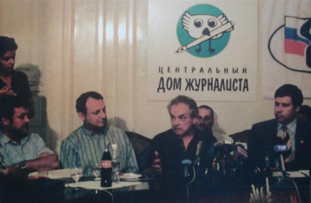 А.А.Зиновьев выступает на пресс-конференции в Центральном Доме журналистов после возвращения из эмиграции, 1 июля 1999 года