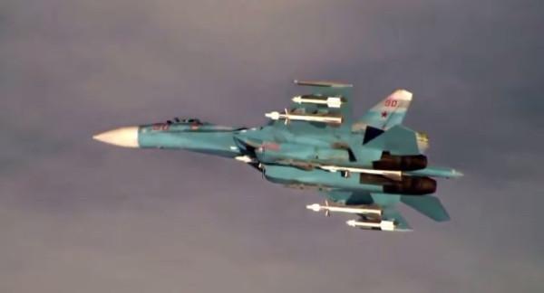 Тот самый перехват разведчика США. Обратите внимание на подвешенные ракеты. Вполне настоящие.