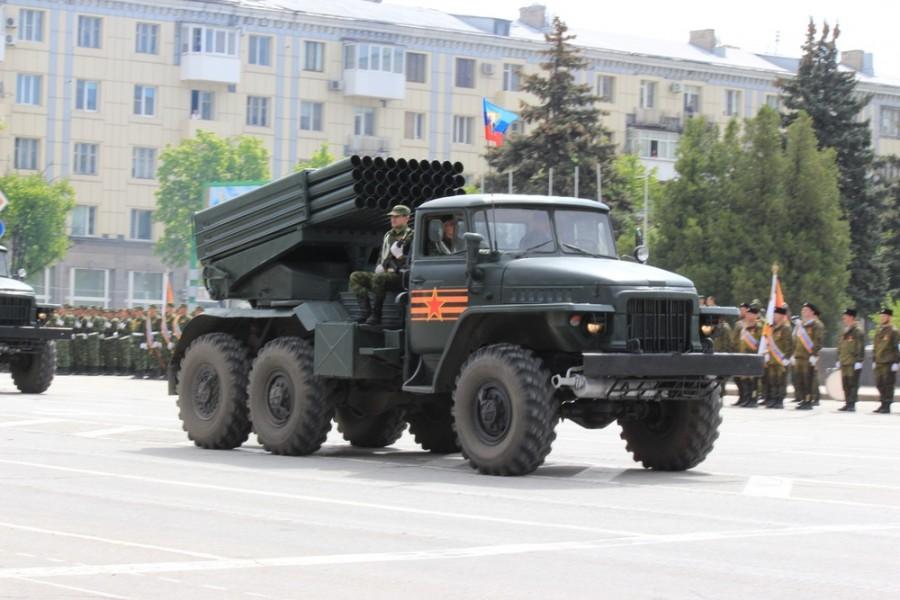 Град на Параде 9 мая в Луганске