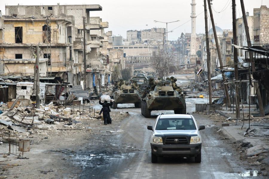 Сапёры передвигаются по Алеппо(с) МО РФ