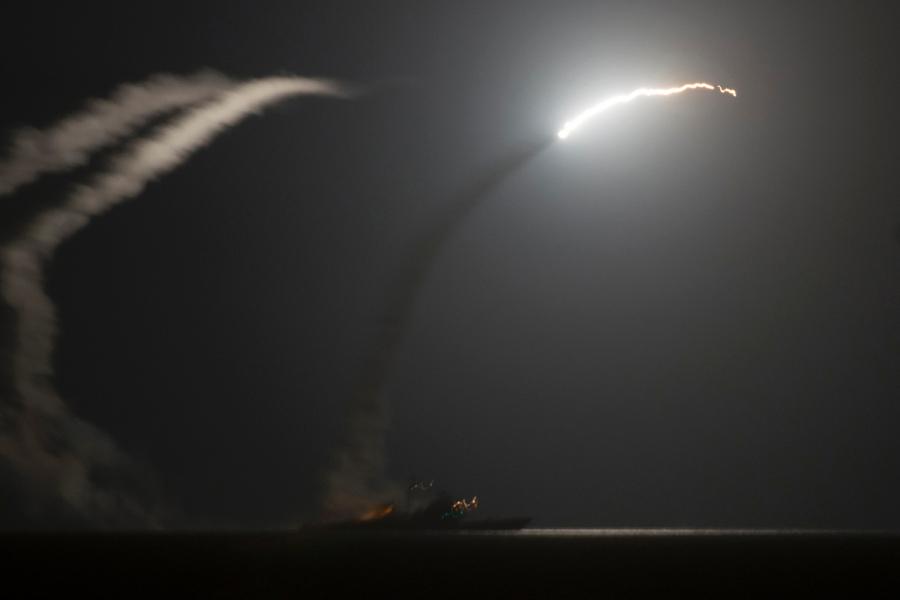 Медленно ракеты улетают вдаль