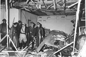 300px-Bundesarchiv_Bild_146-1972-025-10,_Hitler-Attentat,_20._Juli_1944