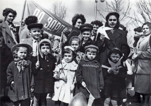 10 - Вета - Винец, Лойберг Рая и дети. 1 мая 1959