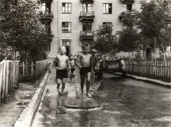 Богдана Хм. Дом № 27. После дождя. Босоногое детство