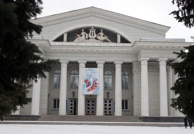 800px-Театр_оперы_и_балета