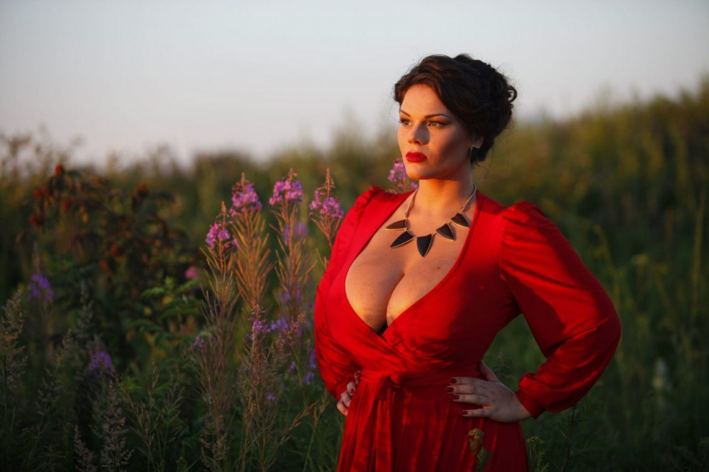 Шикарные формы украинской женщины, молодая телочка порется испытывая струйный оргазм
