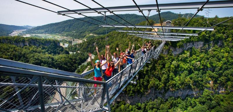 На фото - подвесной мост в Скай Парке, что в сторону Красной Поляны...