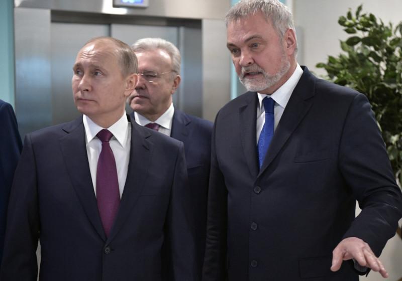 Президент России Владимир Путин и глава ФМБА Владимир Уйба.