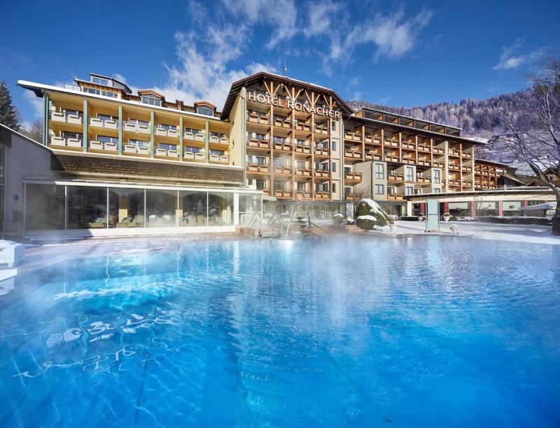 Отель с бассейном в Бад Кляйнкирххайме, австрия.