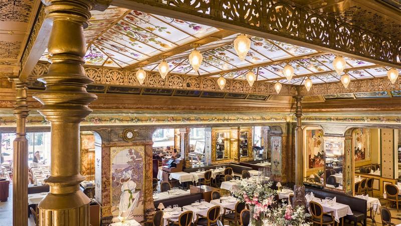 Исторические рестораны Парижа: Ресторан Mollard неподалеку от вокзала Сен-Лазар...