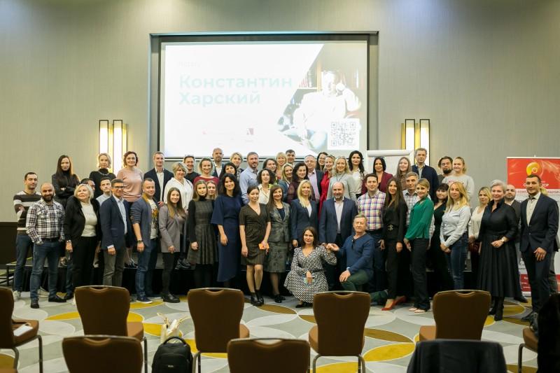 На фото — участники благотворительного мероприятия с Константином Харским в ноябрея 2020 в г. Сочи