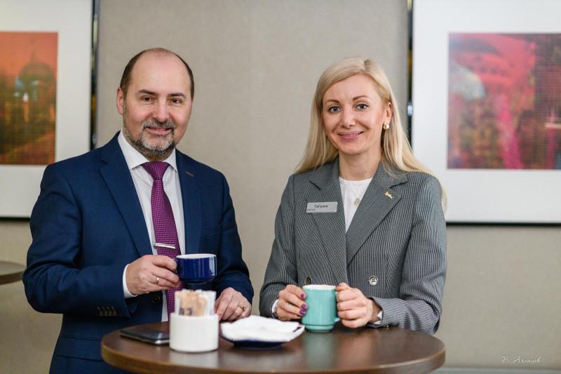 На фото я и коммерческий директор отеля Park Inn Татьяна Забарьянская