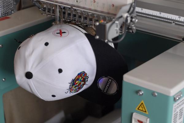 Машинка для вышивки на бейсболках