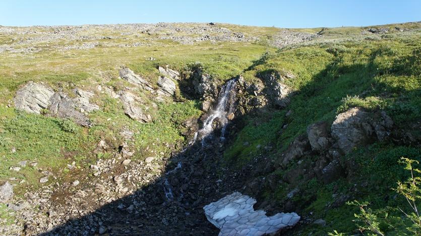 водопад у перевале Дятлова-ж