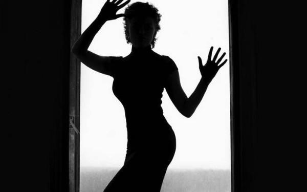 Такая женщина...в чёрной водолазке...