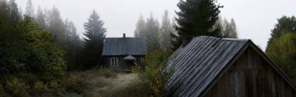 Жизнь в заброшенных лесных домиках продолжается...