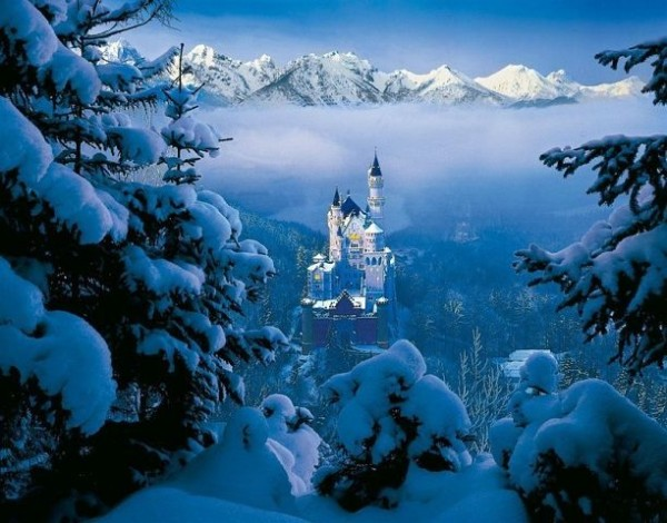 Вид на замок Нойшванштайн, Бавария, Германия