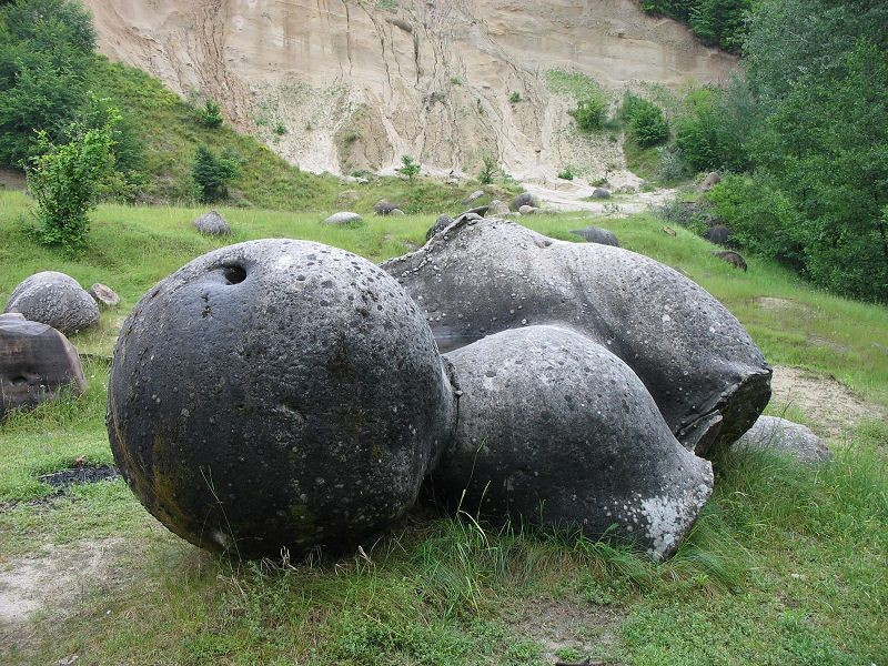 Непознанный мир.   Камни  растут, двигаются и размножаются