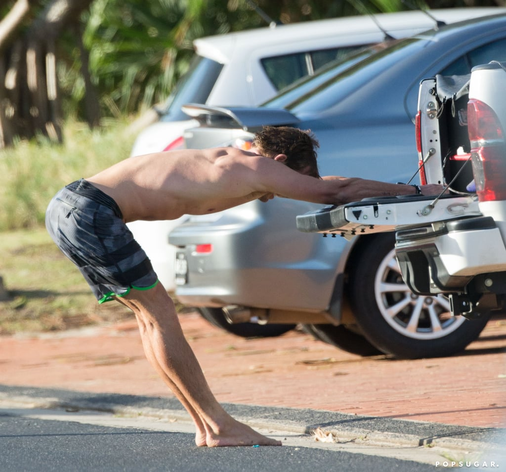 Chris-Hemsworth-Shirtless-After-Surfing