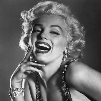 Marilyn-Monroe-9412123-4-402