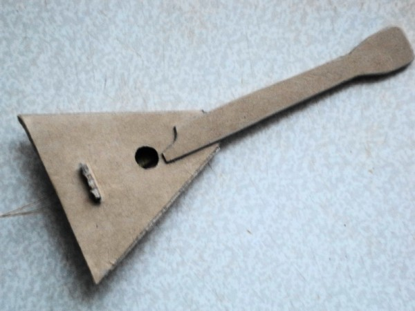 Детская балалайка из картона