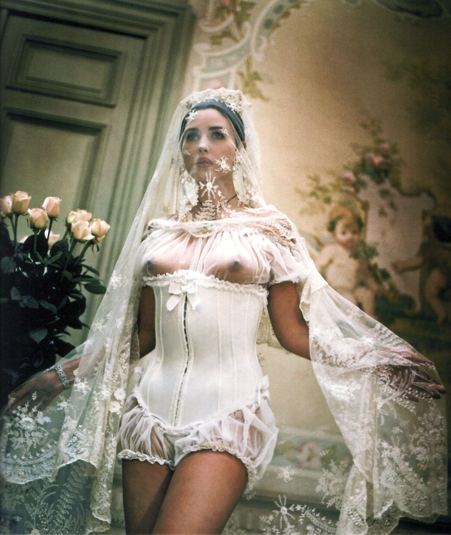 эротичные свадебные платья даже ладонь