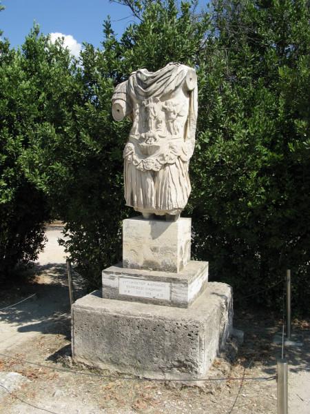Скульптурный торс Адриана