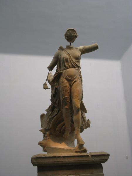 Статуя богини Ники, работа рук скульптора Пеония