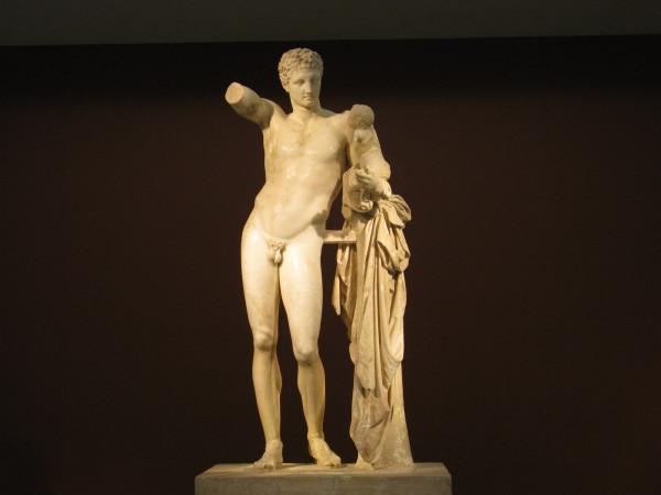 Статуя Гермеса с маленьким Дионисом на руках, работа Праксителя