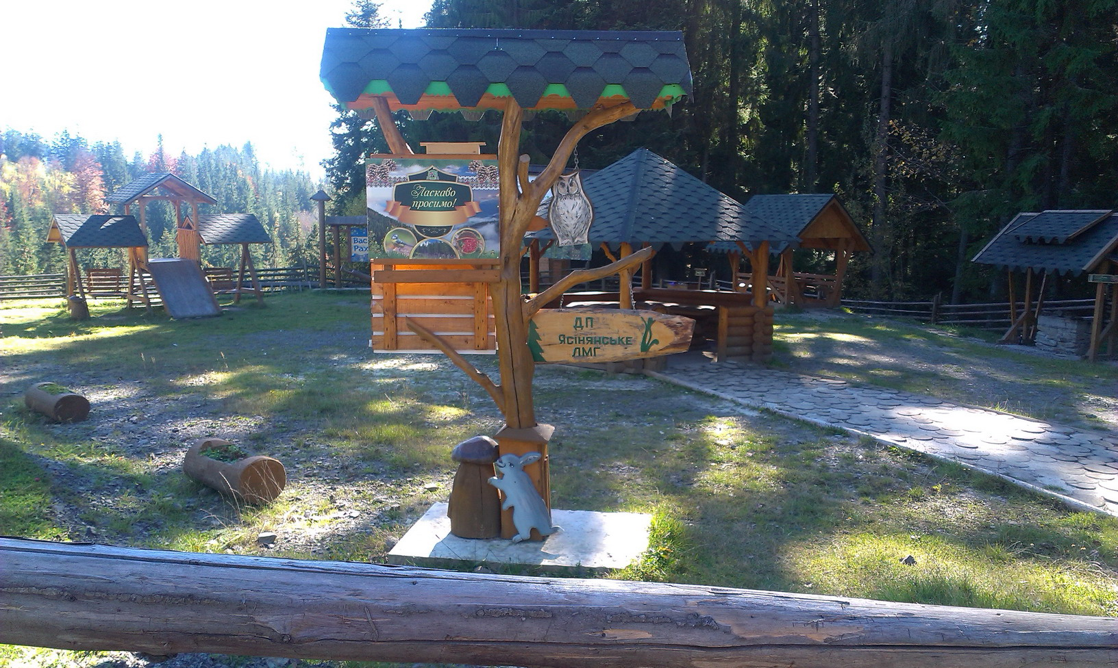 Місце для відпочинку недалеко від базарчика на Яблунецькому перевалі