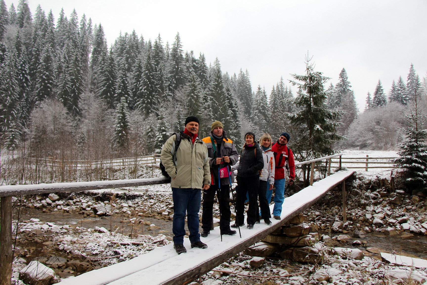 Переходимо Прутець Чемигівський, йдемо притокою метрів 500 - і направо догори