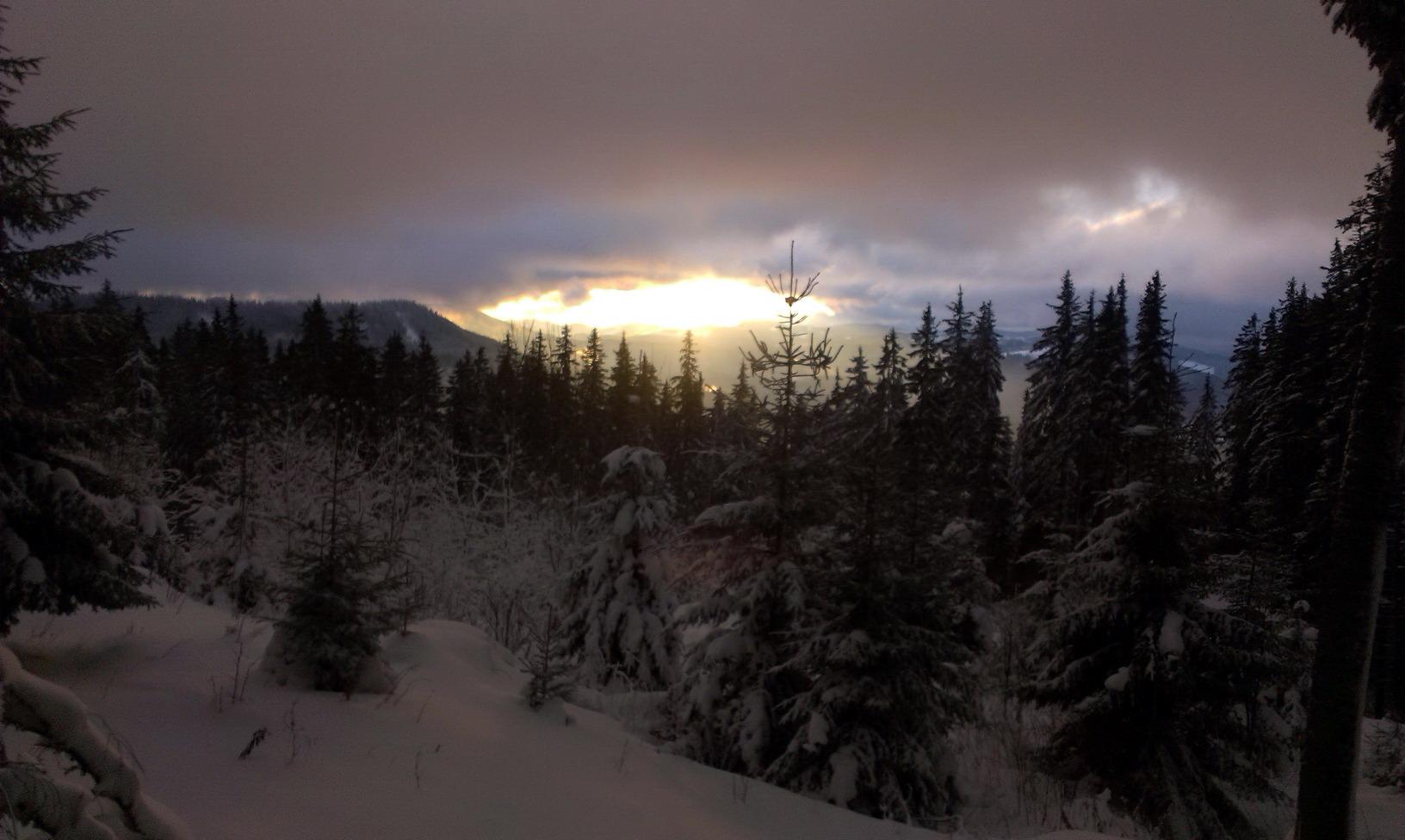 8:34. Сонце сходить. Ще через 10 хвилин сонце сховалось і не було його до вечора