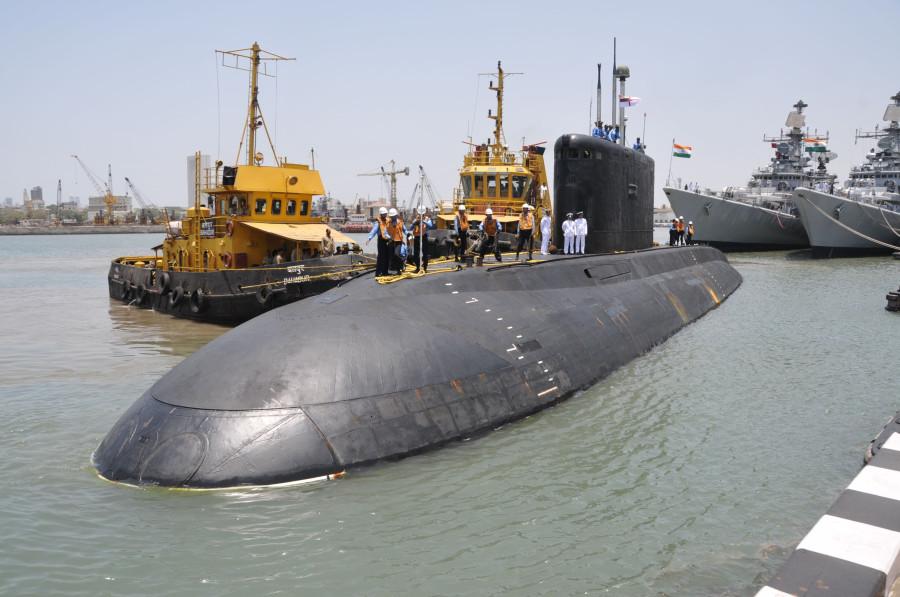 Se hunde en astillero submarino militar indio 14125_900