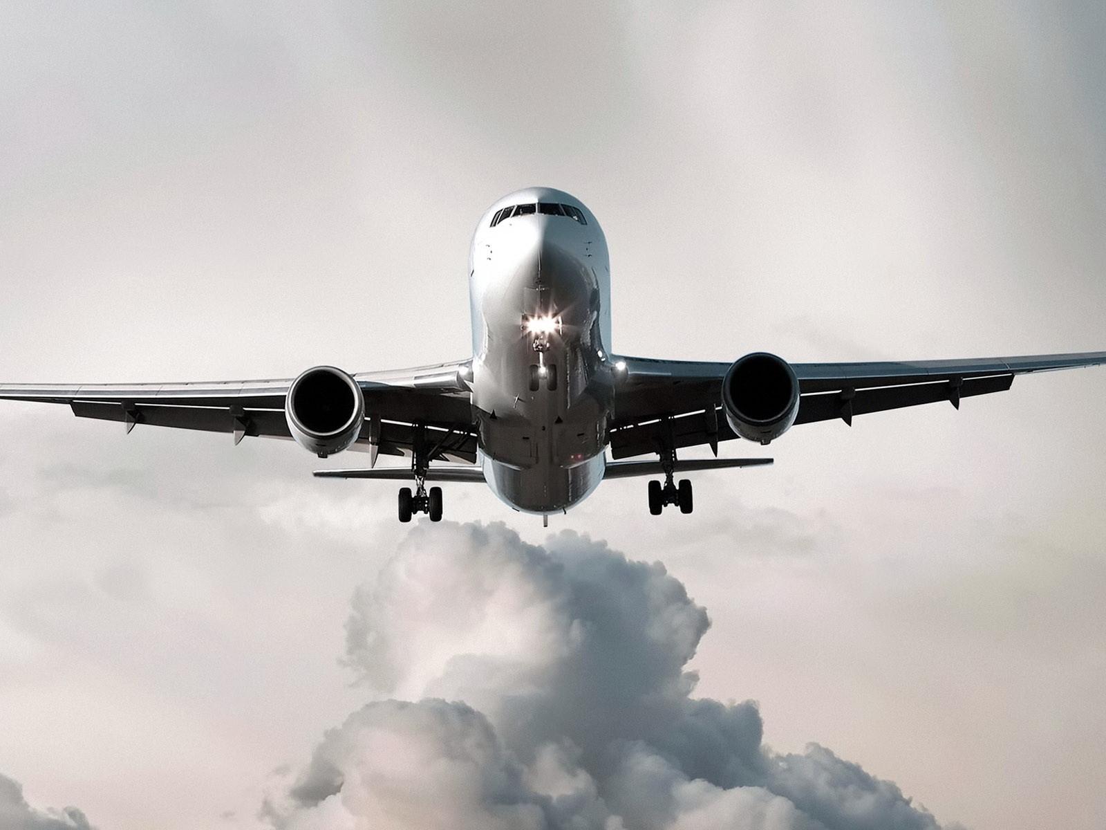 Boeing-767-300-1600