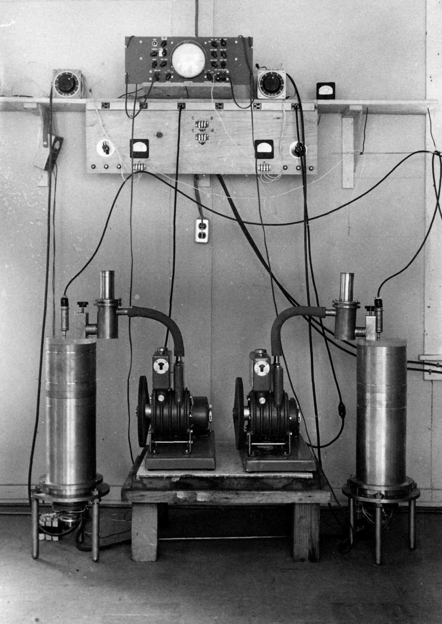 1959-Zippe-centrifuge-rotors-on-stands